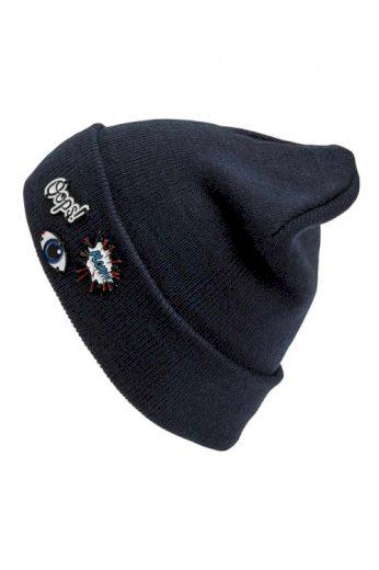Čepice ve sportovním vzhledu s komiksovými nášivkami