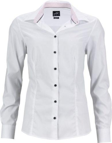 Dámská bílá košile s moderním kontrastem