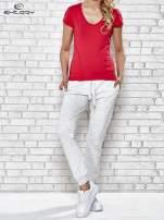 Tmavě růžové dámské sportovní tričko s výstřihem do V