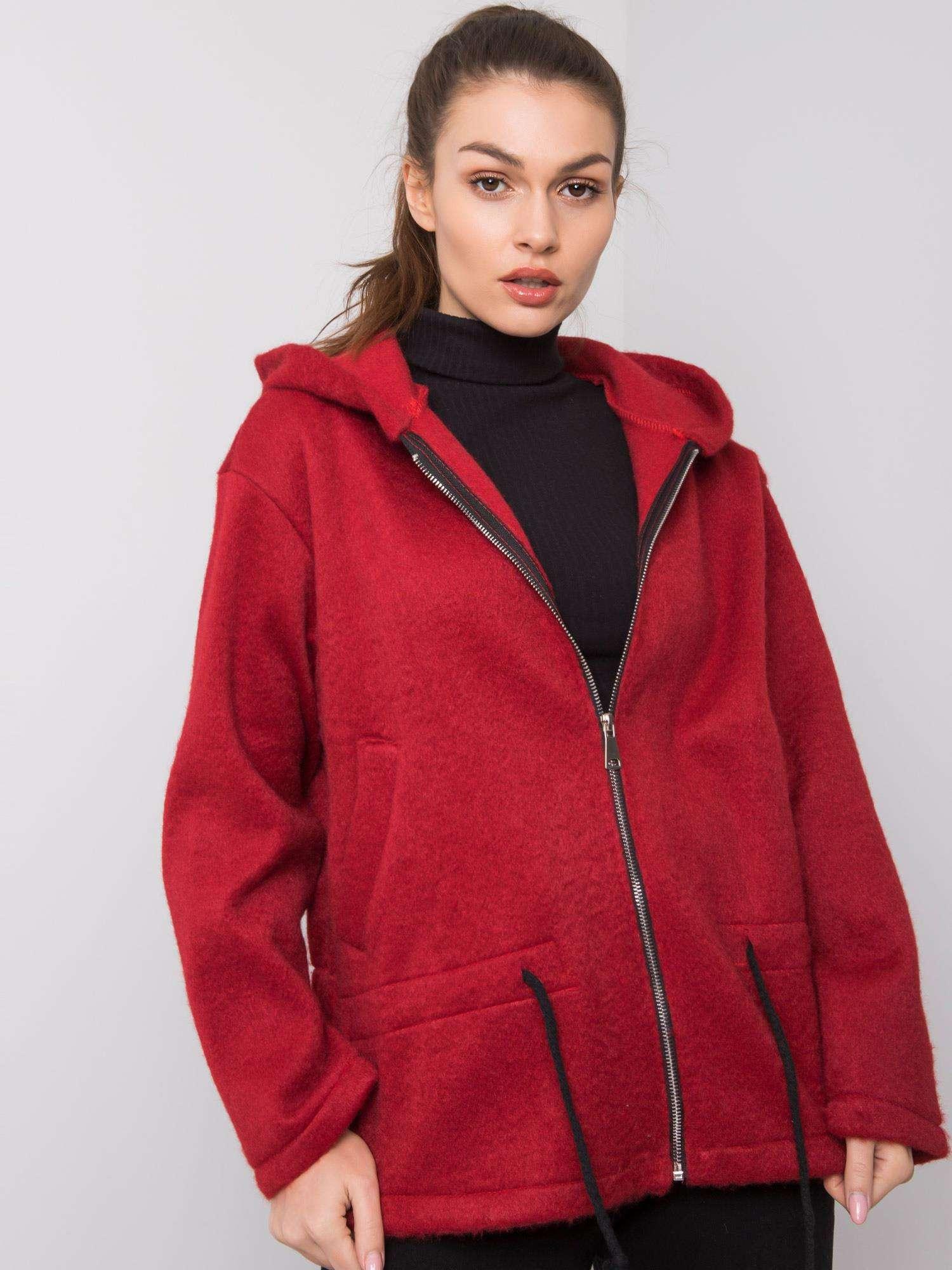 Kaštanový kabát s kapucí