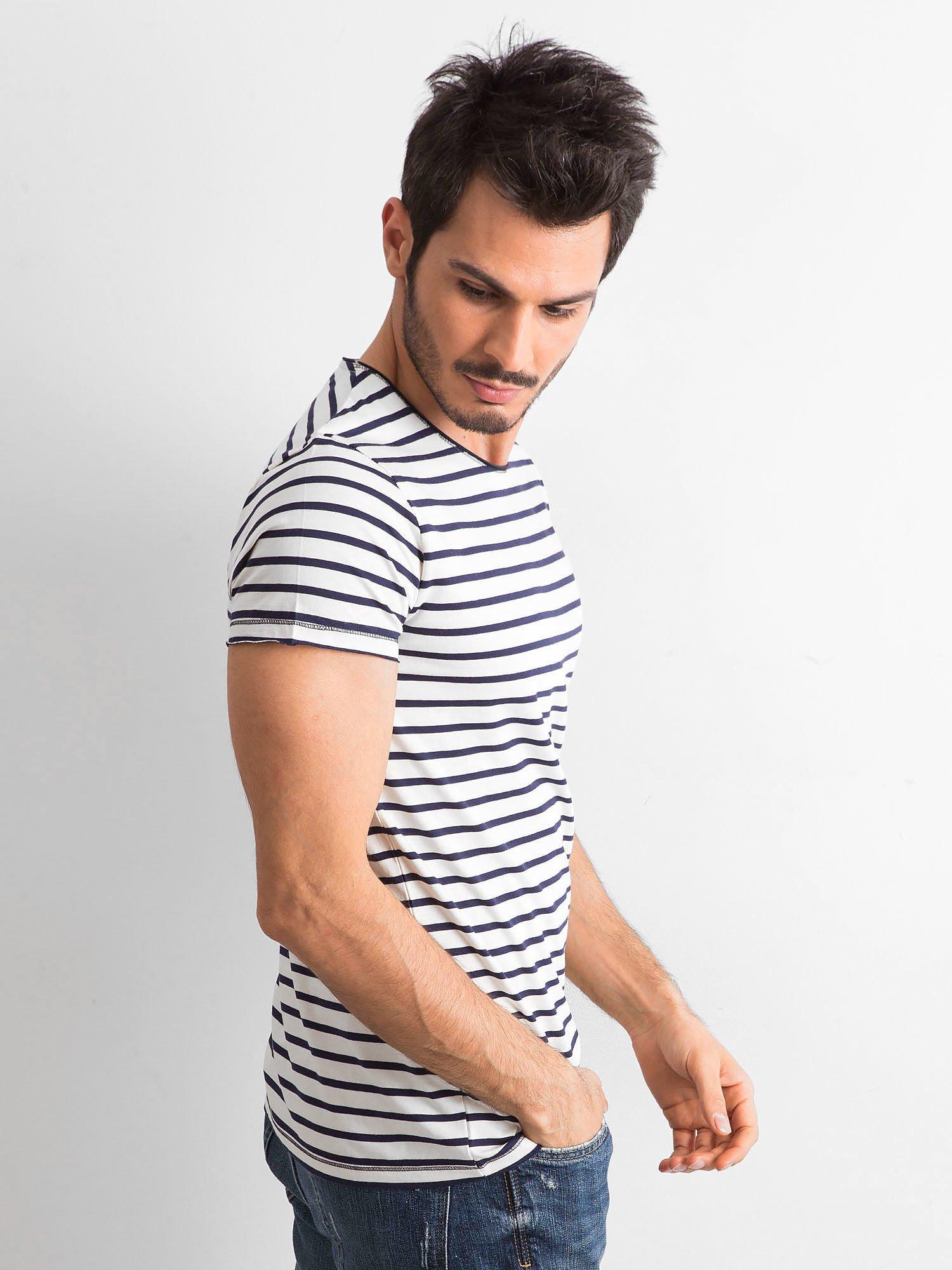 Pánské tričko s vodorovnými pruhy v odstínu tmavě modrá