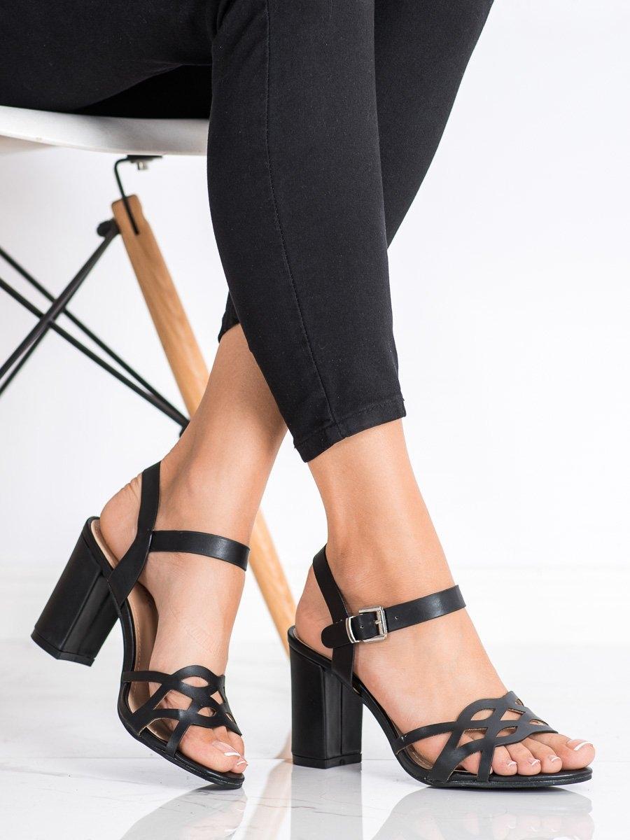 Zajímavé černé  sandály dámské na širokém podpatku
