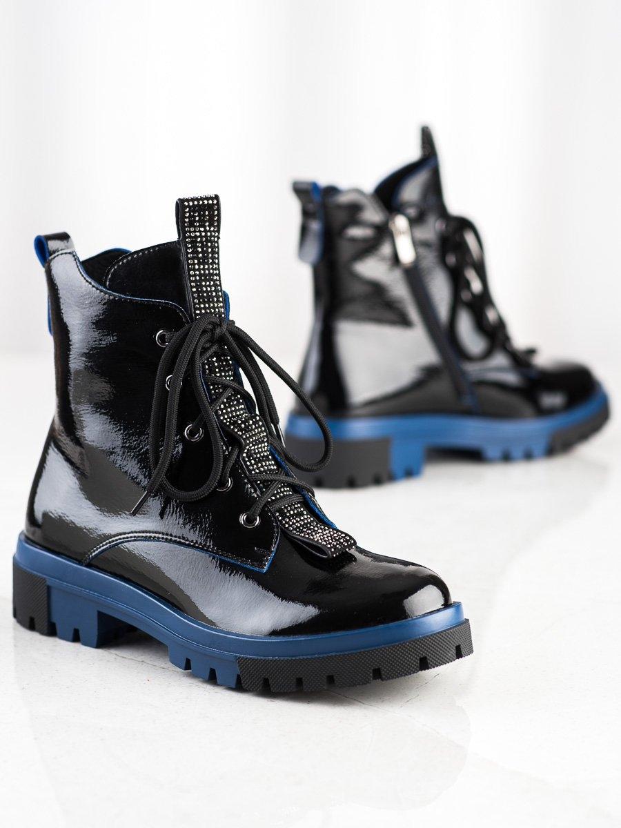 Pohodlné černé dámské  kotníčkové boty na plochém podpatku