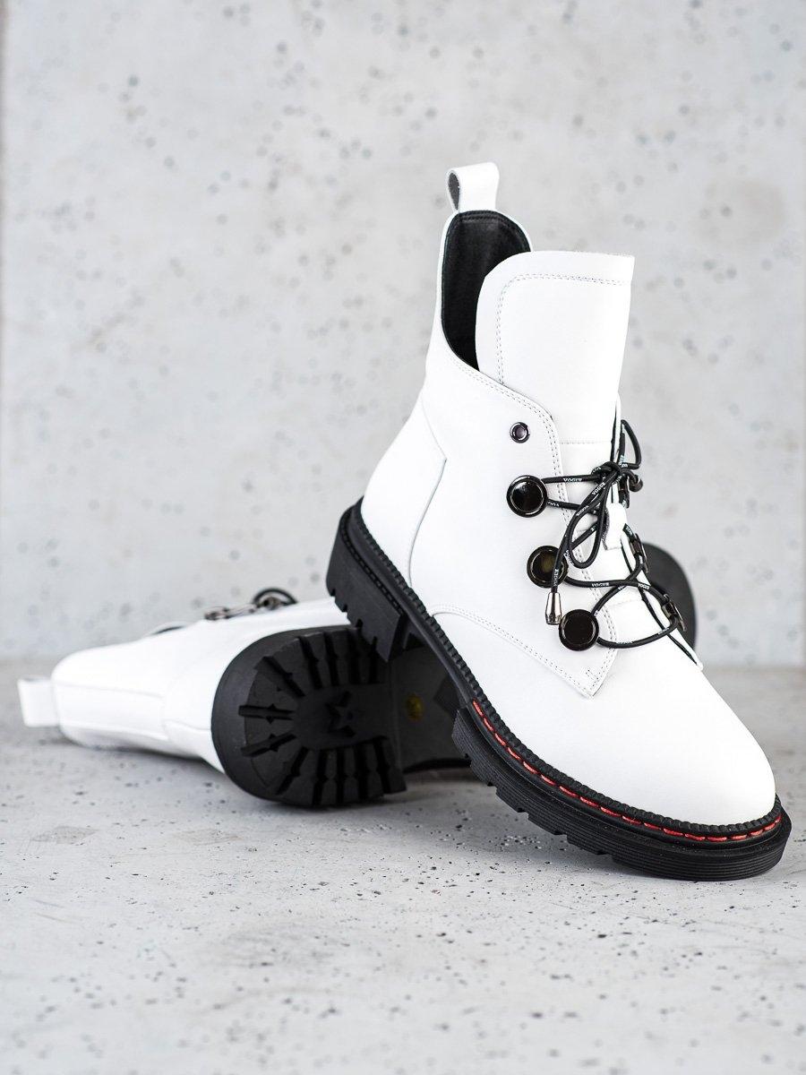 Jedinečné dámské  kotníčkové boty bílé na plochém podpatku