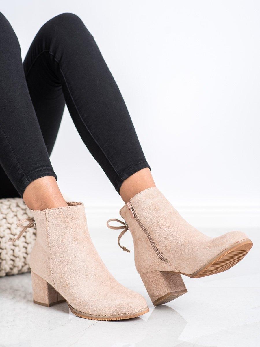 Pěkné dámské  kotníčkové boty hnědé na širokém podpatku