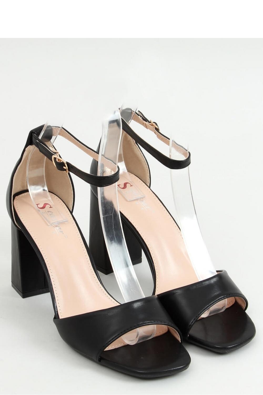 Sandály na podpatku  model 155665 Inello