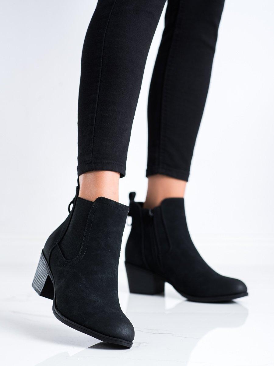 Zajímavé černé  kotníčkové boty dámské na širokém podpatku