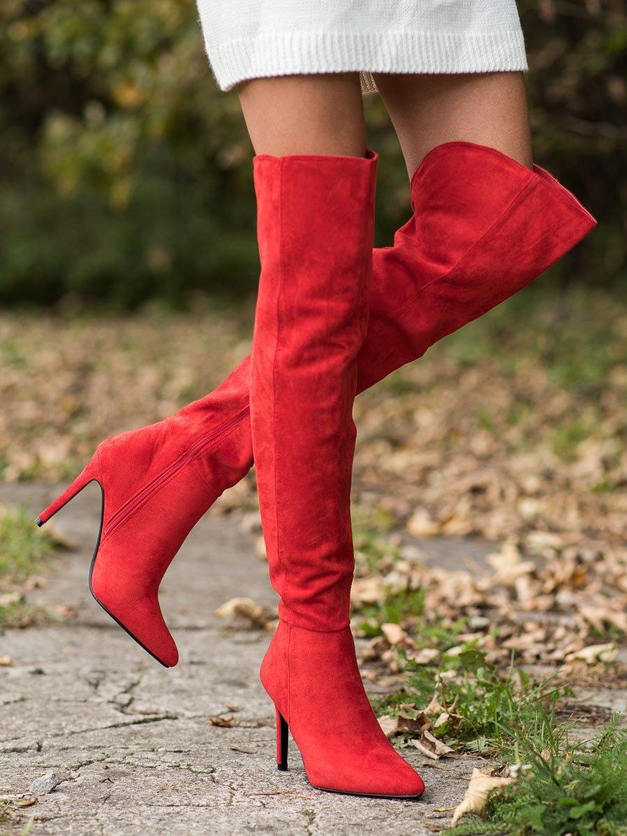Zajímavé  kozačky červené dámské na jehlovém podpatku
