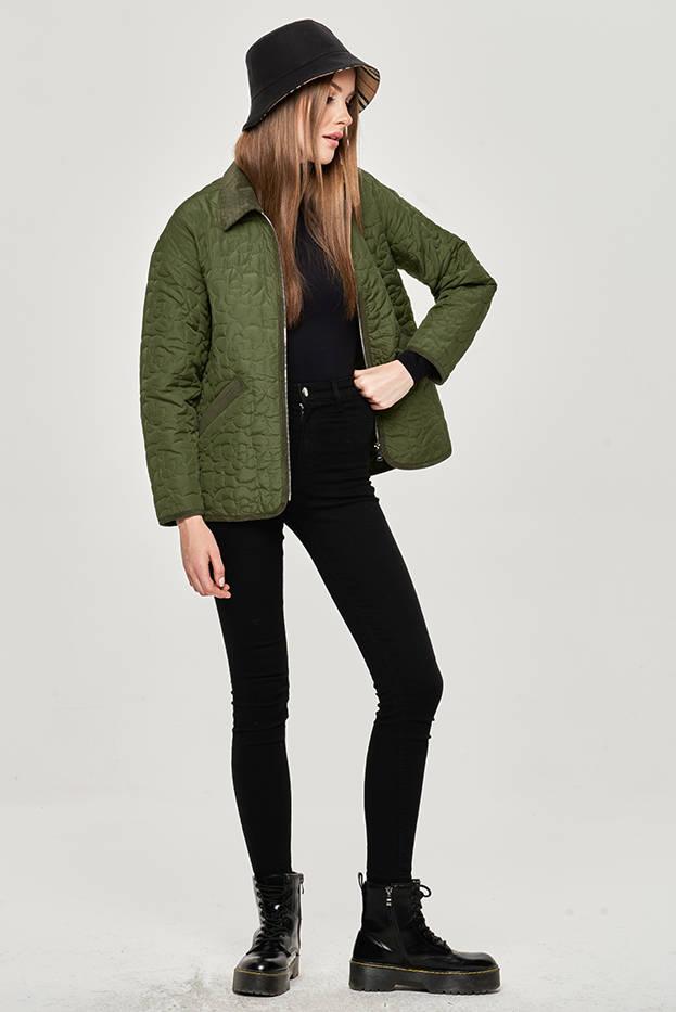 Tenká zelená dámská bunda s ozdobným prošíváním (JIN226)
