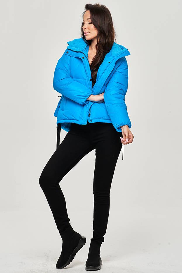 Krátká světle modrá dámská zimní bunda s kapucí (JIN211)
