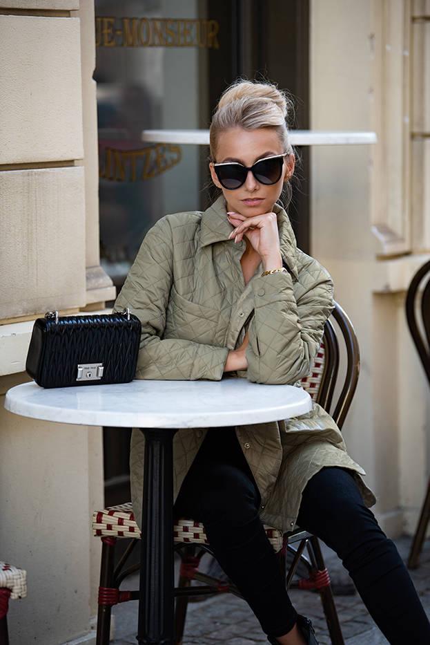 Tenká dámská bunda v olivové barvě s límcem (JIN225)