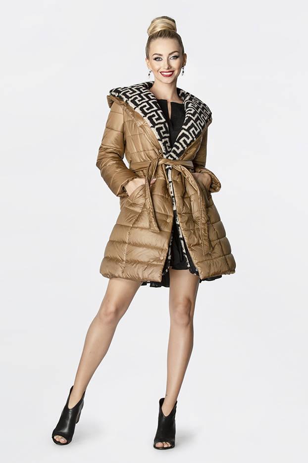Lehká hnědá dámská zimní bunda se zateplenou kapucí (OMDL-019)