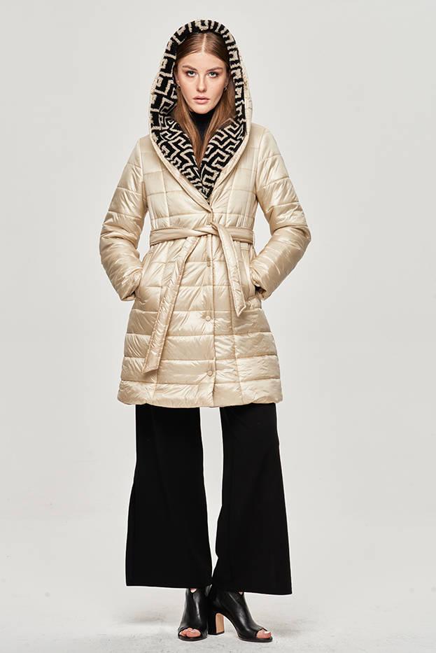 Lehká dámská zimní bunda v ecru barvě se zateplenou kapucí (OMDL-019)