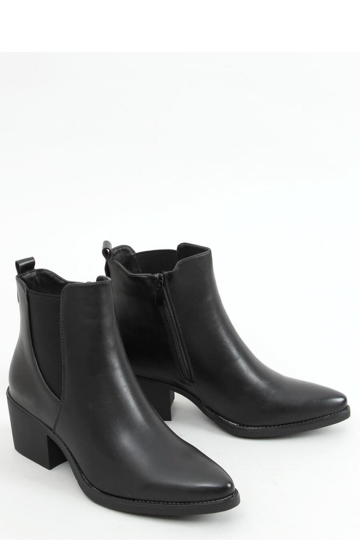 Boty na podpatku  model 157961 Inello