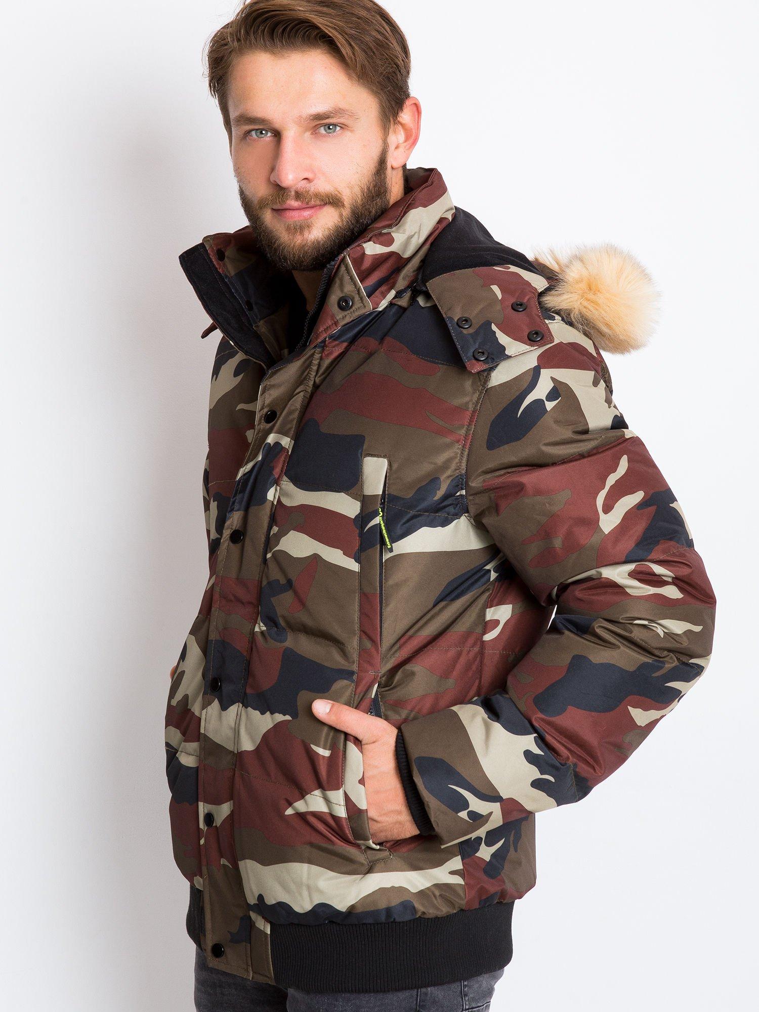 Pánská zimní bunda s maskáčovým vzorem