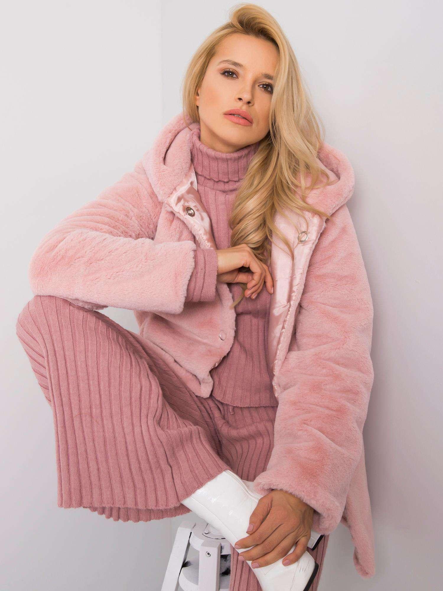 RUE PARIS Pudrově růžový kožichový kabát