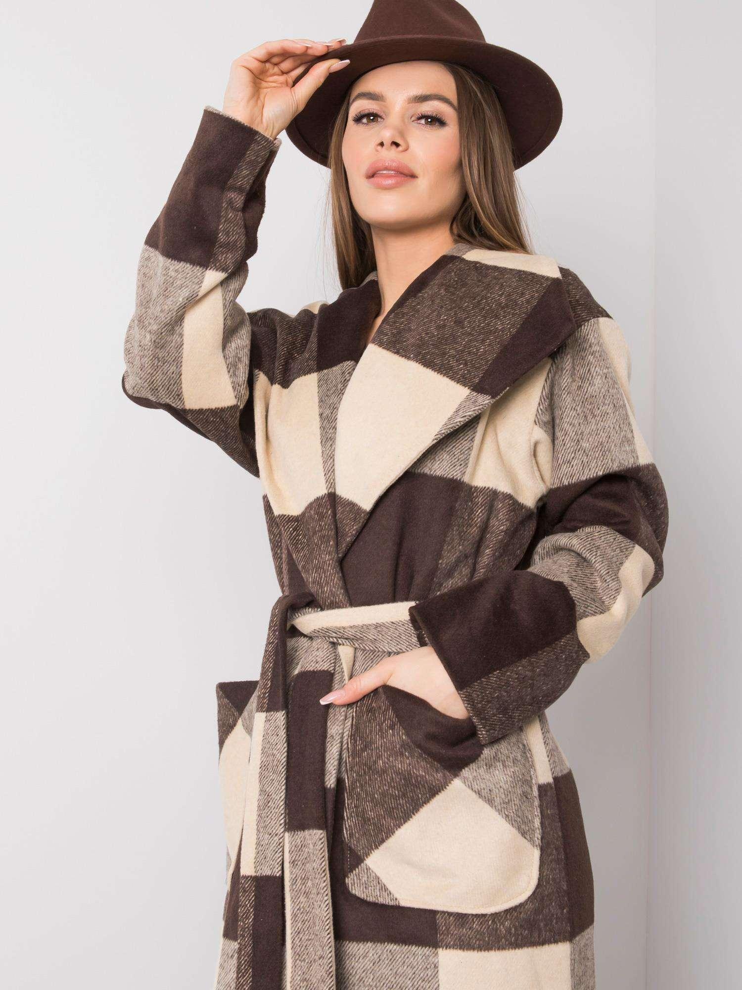 Béžový a hnědý kostkovaný plášť