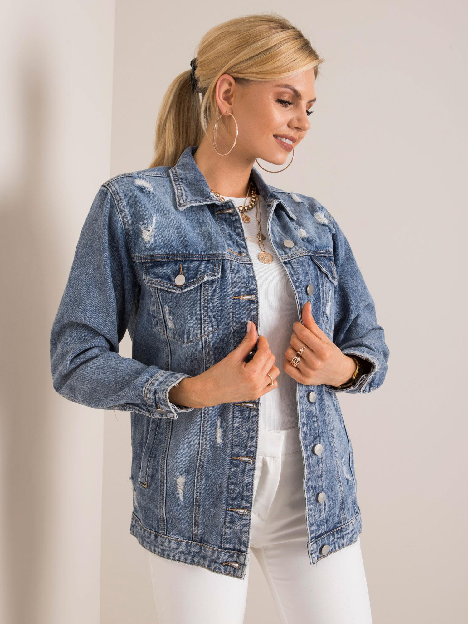 Modrá džínová bunda s otvory