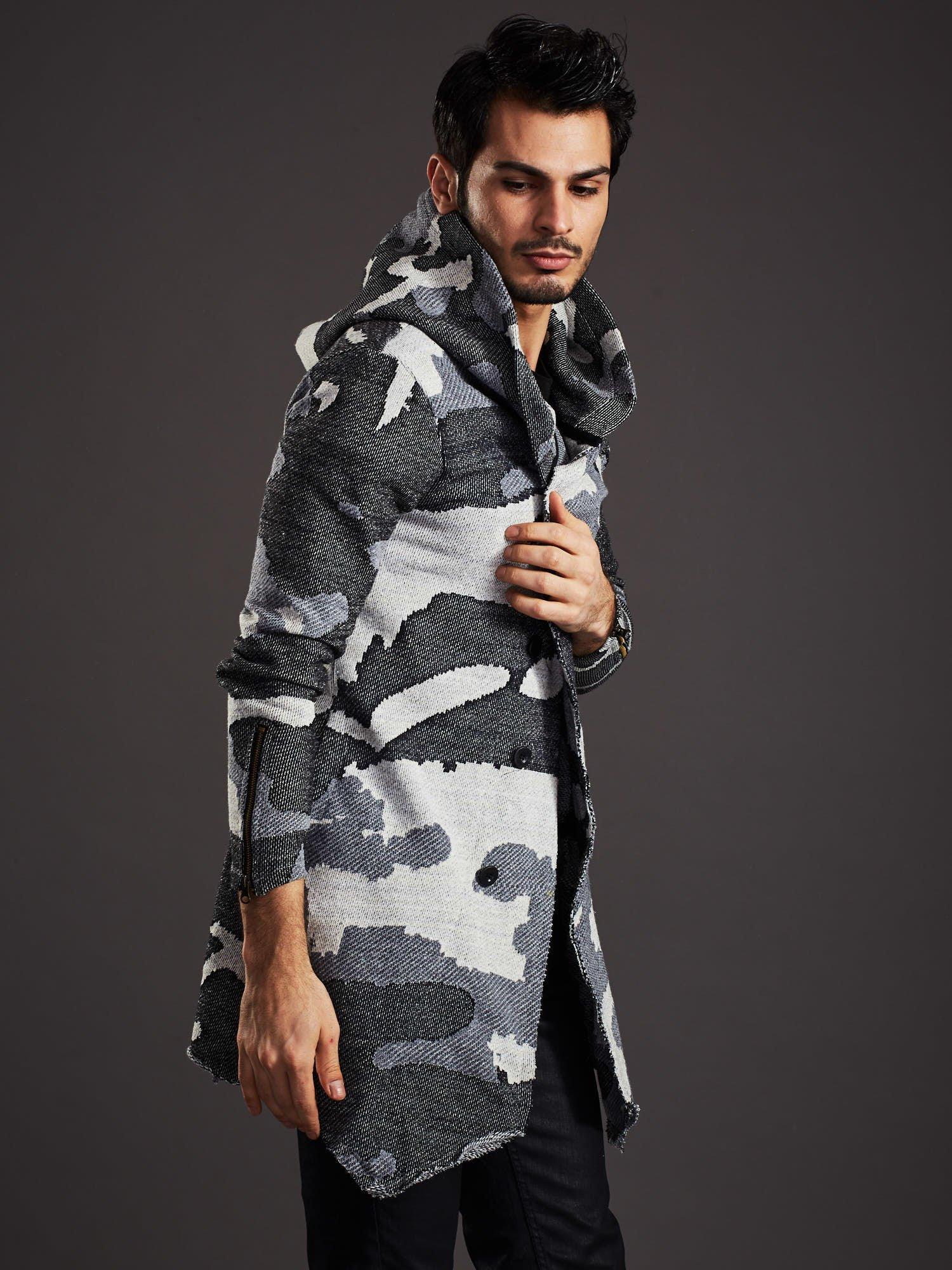 Pánský maskáčový svetr s asymetrickými knoflíky v šedé barvě