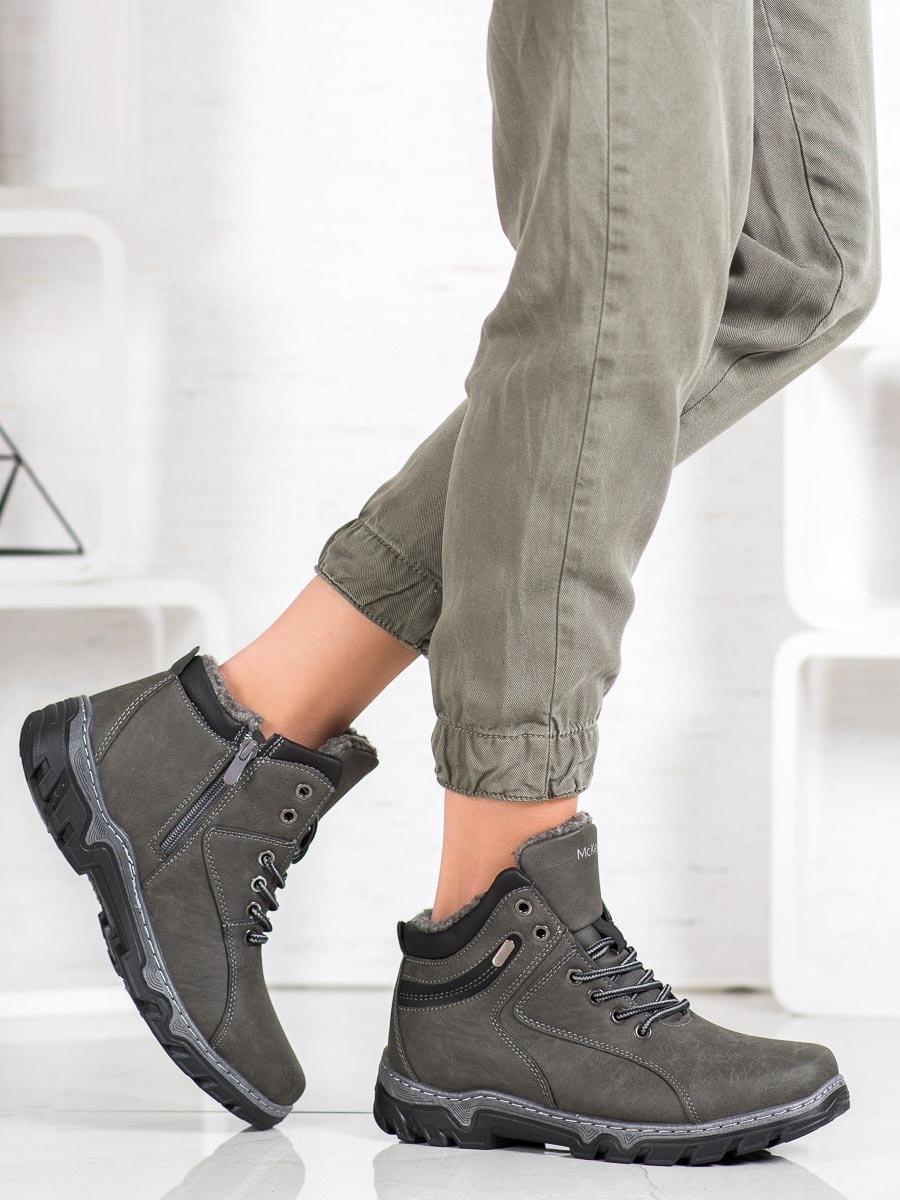 Pohodlné šedo-stříbrné  trekingové boty dámské na plochém podpatku