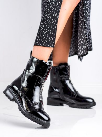 Krásné černé dámské  kotníčkové boty na plochém podpatku