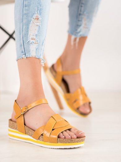 Jedinečné zlaté dámské  sandály na klínku