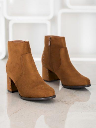 Zajímavé hnědé dámské  kotníčkové boty na širokém podpatku