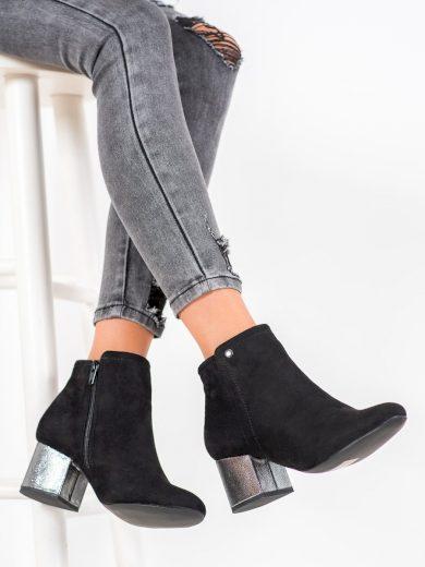 Pěkné černé dámské  kotníčkové boty na širokém podpatku