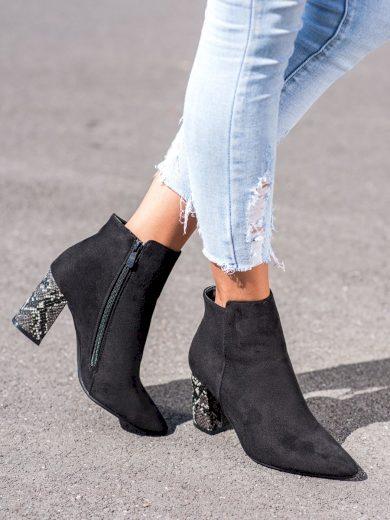 Pěkné  kotníčkové boty dámské černé na širokém podpatku