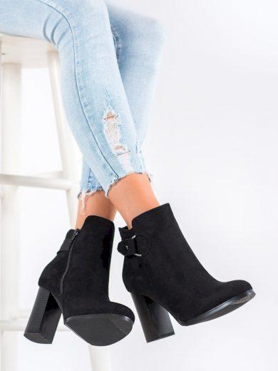 Klasické dámské  kotníčkové boty černé na širokém podpatku