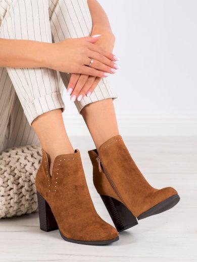 Klasické hnědé  kotníčkové boty dámské na širokém podpatku