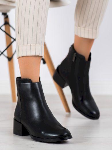 Trendy černé dámské  kotníčkové boty na plochém podpatku