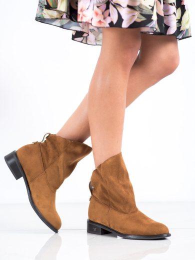 Krásné dámské hnědé  kotníčkové boty na plochém podpatku