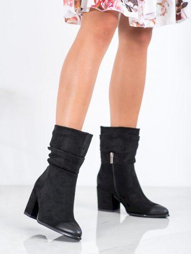 Moderní dámské  kotníčkové boty černé na širokém podpatku