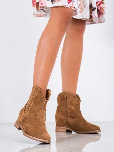 Krásné dámské hnědé  kotníčkové boty na klínku