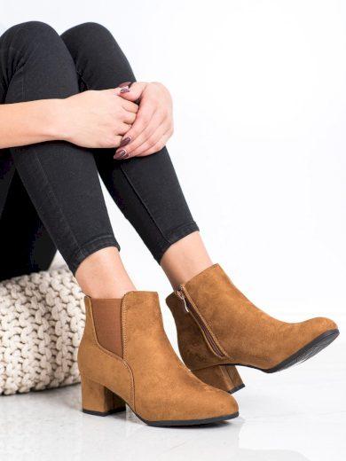 Zajímavé dámské  kotníčkové boty hnědé na širokém podpatku