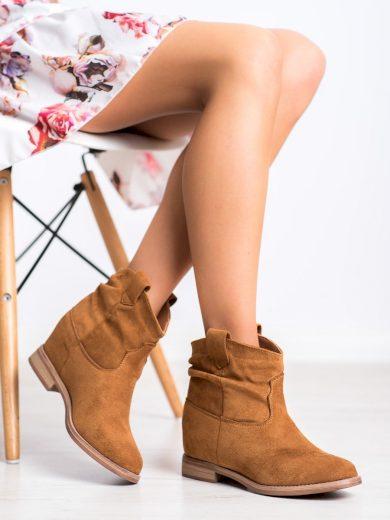 Trendy hnědé dámské  kotníčkové boty na klínku