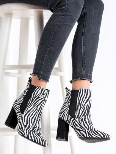 Moderní dámské  kotníčkové boty se zvířecím motivem na širokém podpatku