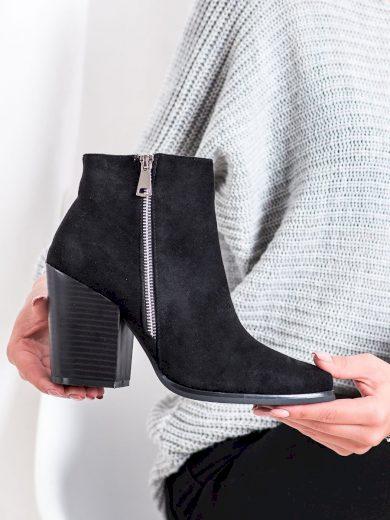 Pohodlné  kotníčkové boty černé dámské na širokém podpatku