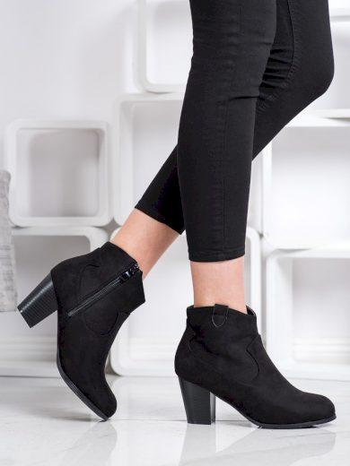 Pohodlné dámské černé  kotníčkové boty na širokém podpatku