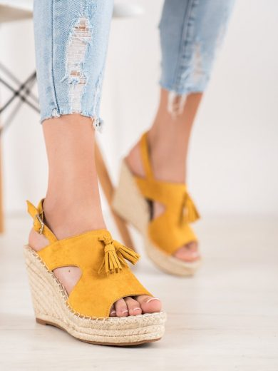 Trendy  sandály zlaté dámské na klínku