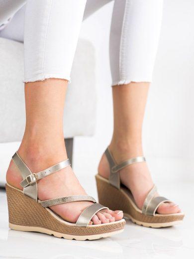 Zajímavé dámské  sandály šedo-stříbrné na klínku