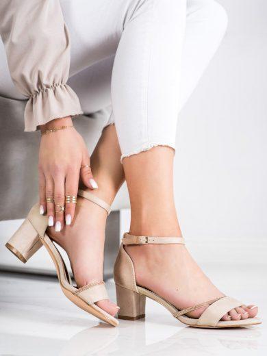Výborné dámské hnědé  sandály na širokém podpatku