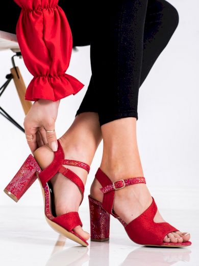 Klasické červené  sandály dámské na širokém podpatku