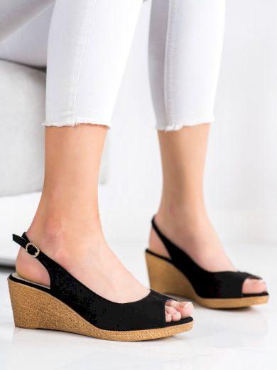 Klasické černé dámské  sandály na klínku