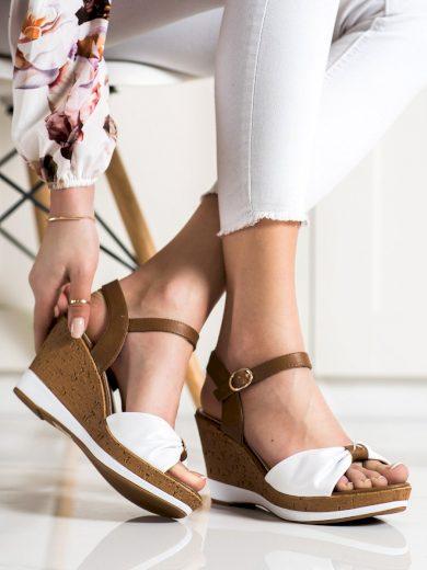Trendy dámské hnědé  sandály na klínku
