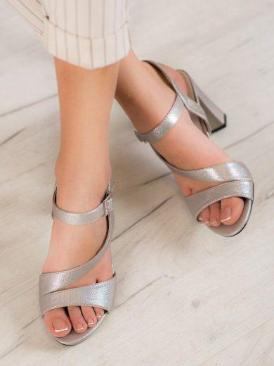 Komfortní dámské  sandály šedo-stříbrné na širokém podpatku