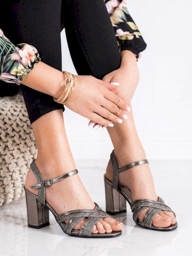 Klasické  sandály šedo-stříbrné dámské na širokém podpatku