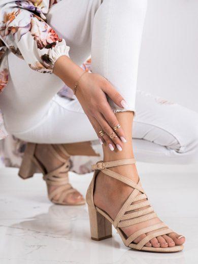 Krásné hnědé dámské  sandály na širokém podpatku