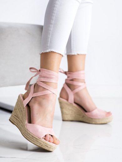Trendy růžové dámské  sandály na klínku